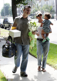 Preppie_-_Halle_Berry_visits_a_friends_house_in_the_valley_-_July_29_2009_4124.jpg
