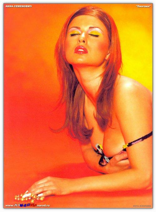 Голая Аня Семенович в превосходной эротической фотосессии