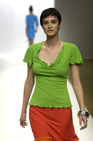 celebrity_city_Stephen_Burrows_Paris_Fashion_Show_35.jpg