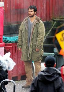 set-photo-man-of-steel-henry-cavill-as-scruffy-clark-kent.jpg