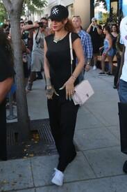 Rihanna-in-Black-Dress--02-662x993.jpg