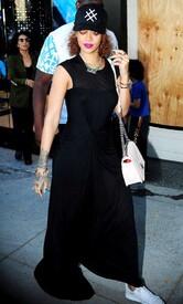 Rihanna-in-Black-Dress--04-662x1093.jpg