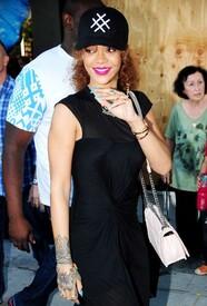 Rihanna-in-Black-Dress--10-662x975.jpg