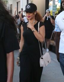 Rihanna-in-Black-Dress--13-662x843.jpg