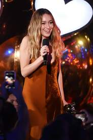 Alycia_Debnam-Carey___MTV_Fandom_Awards_in_San_Diego_July_21-2016_13.jpg