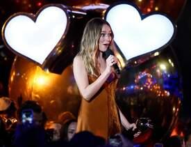 Alycia_Debnam-Carey___MTV_Fandom_Awards_in_San_Diego_July_21-2016_17.jpg