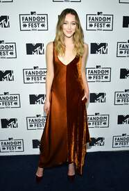 Alycia_Debnam-Carey___MTV_Fandom_Awards_in_San_Diego_July_21-2016_18.jpg