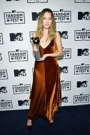 Alycia_Debnam-Carey___MTV_Fandom_Awards_in_San_Diego_July_21-2016_19.jpg