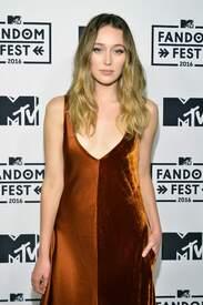 Alycia_Debnam-Carey___MTV_Fandom_Awards_in_San_Diego_July_21-2016_24.jpg