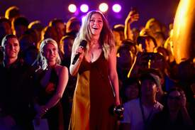 Alycia_Debnam-Carey___MTV_Fandom_Awards_in_San_Diego_July_21-2016_31.jpg