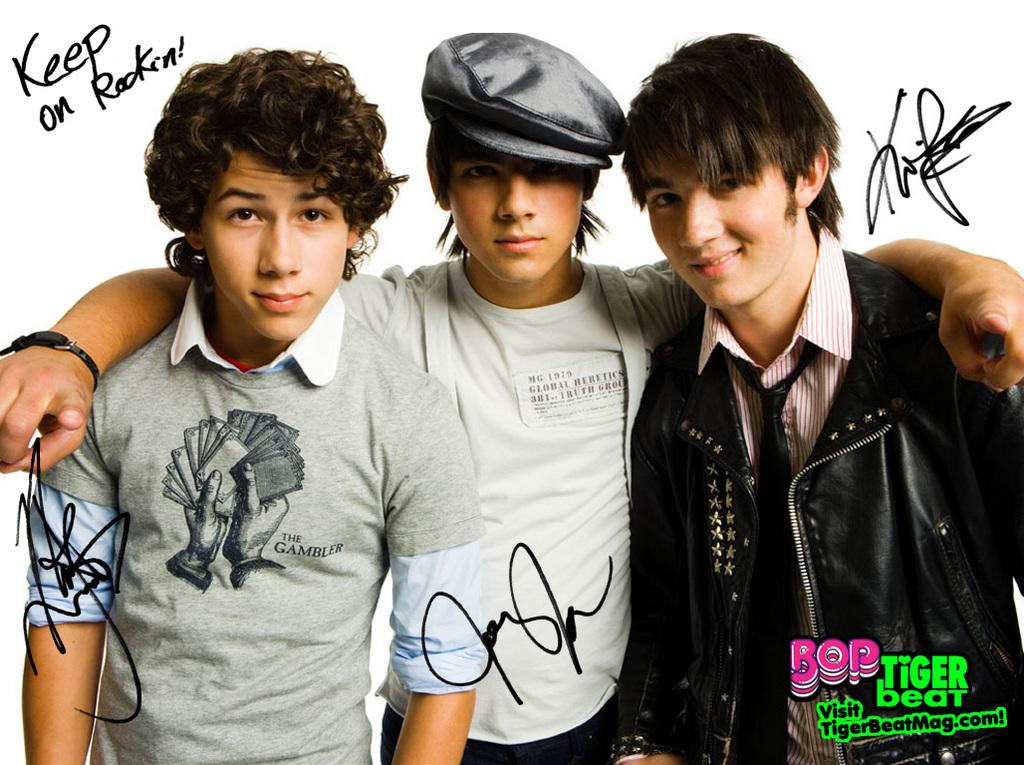 Jonas Brothers - Guy Musicians - Bellazon