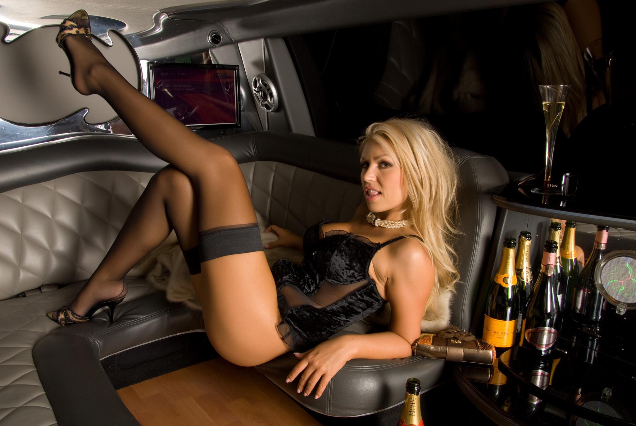 Эротические фото девушек и женщин с красивыми ногами 9 фотография