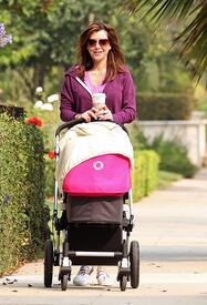 Preppie_-_Alyson_Hannigan_strolling_in_Santa_Monica_-_August_13_2009_242.jpg