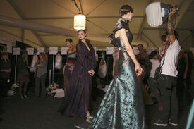 Carolina_Herrera_Fall_2011_Backstage_cp_PLFavjzs_J.jpg