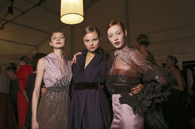 Carolina_Herrera_Fall_2011_Backstage_dr_RAFpmtvw_J.jpg