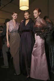 Carolina_Herrera_Fall_2011_Backstage_y55_Ez_RDAZb_I.jpg