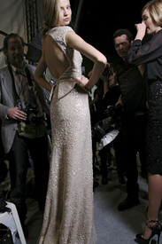 Elie_Saab_Fall_2011_Backstage_z8_Wf3r1n_AN0l.jpg