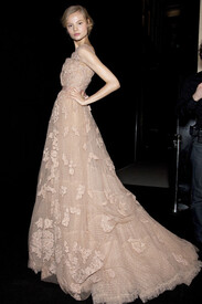 Elie_Saab_Spring_2011_Backstage_3t_XM7_Do_Cz_9l.jpg