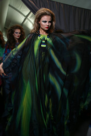 Christian_Dior_Fall_2011_Backstage_Ir_UWc_JEK951l.jpg