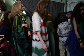 Christian_Dior_Fall_2011_Backstage_SCCj_MVVB-j_Zl.jpg