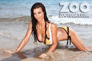 alice-goodwin-sexy-uncensored-beach-holiday-topless-pictures-02.jpg