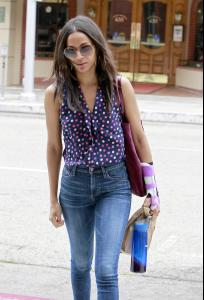 Zoe Saldana _ Booty in jeans while out and about in Beverly Hills _8_24_12_5_zibeno7.jpg