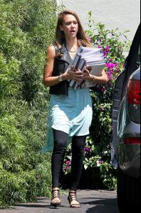celebrity-paradise_co6tsd108-24 - lunch at Le Pain Quotidien in West Hollywood (3).jpg