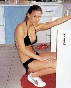 young-bar-refaeli-8.jpg