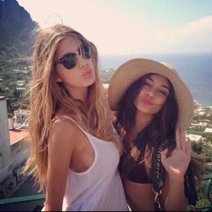 Vanessa-Hugdens-con-Cami-Morrone-2.jpg