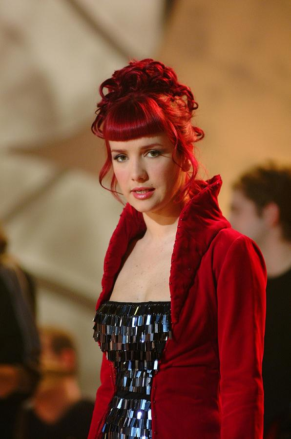 наталия орейро с красными волосами фото поэтому актуальность