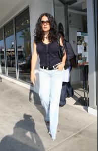 Salma_Hayek_goes_shopping_04.JPG