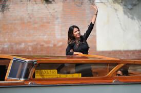 Madalina Ghenea Celebrity Sightings Day 4 AD5B8EVY6Erl.jpg