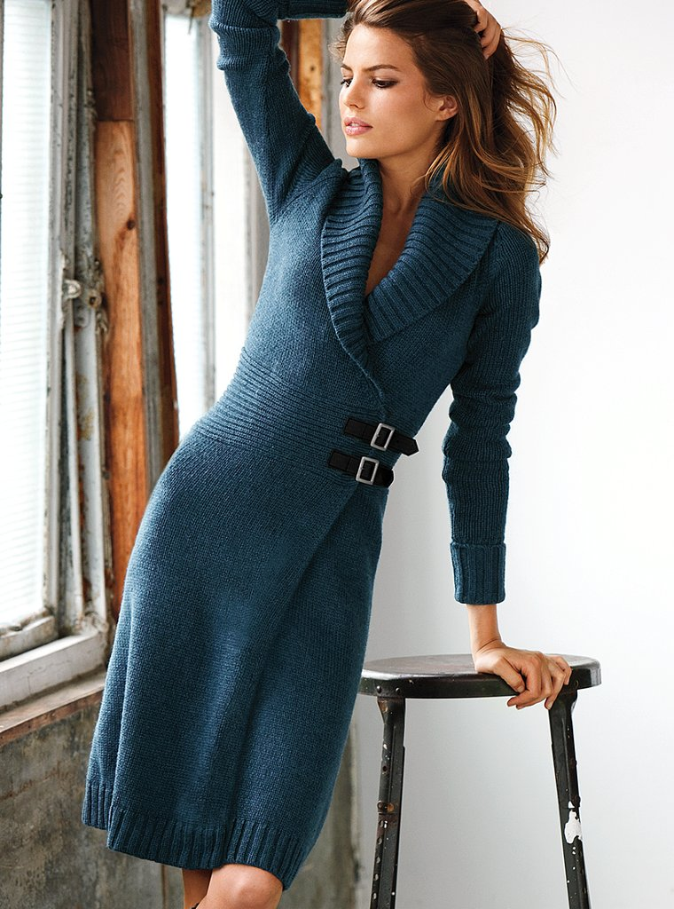 Осенние - теплые вязаные платья из плотного материала, которые, как правило, дополняются длинными рукавами