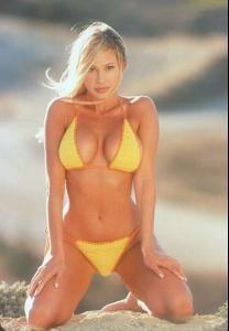 Evelyne Brochu Nude Photos 52