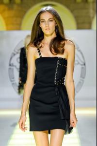 Versace_Spring_2012_XM38_jn_l_B2x.jpg