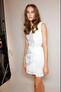 Versace_Spring_2012_Backstage_BJye_Hp_Nx64_Ex.jpg