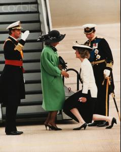 Princess_Diana_Curtsying_to_Spanish_Royals.jpg
