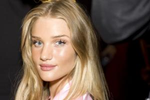 fashion_show_hair_makeup_2010_rosie_huntington_victorias_secret_hi_res.jpg