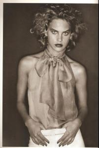Vogue_Italia_March_2000_ph_Paolo_Roversi.jpg