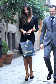 Madalina-Ghenea-Shops-Chopard-Milan-Italy-11022011-31.jpg