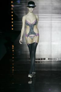 27035_celebrity_city_Andres_Sarda_Fashion_Show_7_123_118lo.jpg