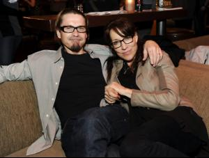 Kurt_Sutter_Katey_Sagal_sons_of_anarchy_21716840_500_377.jpg