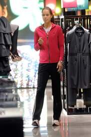 Ana_Ivanovic_shopping_at_Armani_Boutique 005.jpg