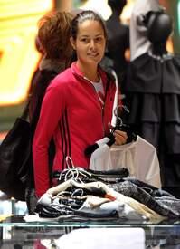 Ana_Ivanovic_shopping_at_Armani_Boutique 007.jpg