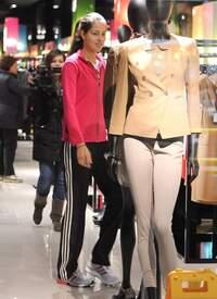 Ana_Ivanovic_shopping_at_Armani_Boutique 009.jpg