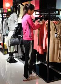 Ana_Ivanovic_shopping_at_Armani_Boutique 013.jpg