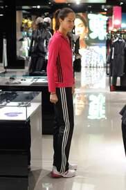 Ana_Ivanovic_shopping_at_Armani_Boutique 014.jpg