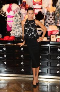 adriana-lima-at-victoria-s-secret-uk-photocall-in-london-52-photos-december-2013_37.jpg