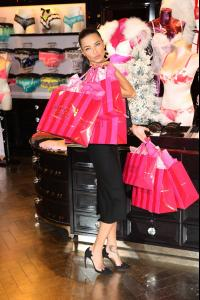 adriana-lima-at-victoria-s-secret-uk-photocall-in-london-52-photos-december-2013_42.jpg