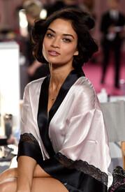 2014_Victoria_Secret_Fashion_Show_Hair_Makeup_cx.jpg